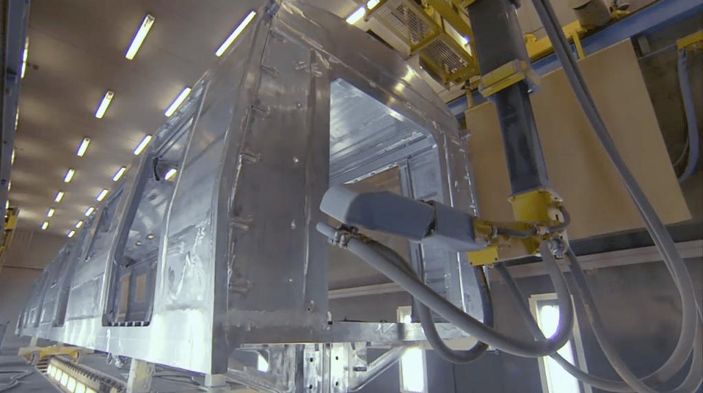 Chorreado vagón de pasajeros con robot